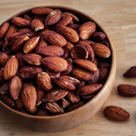 Recipe for savoury roasted almonds with sesame, honey and soy